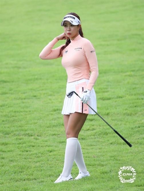 한국여자프로골프(KLPGA) 투어 2020년 KLPGA 아이에스동서 부산오픈 골프대회에 출전한 유현주 프로. 사진제공=KLPGA