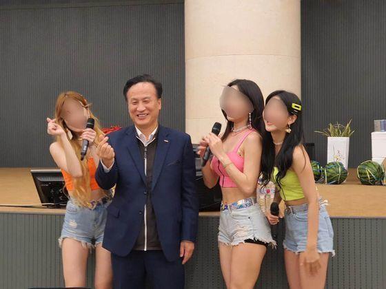 배동욱 소상공인연합회장의 기념 촬영 모습. 독자 제공