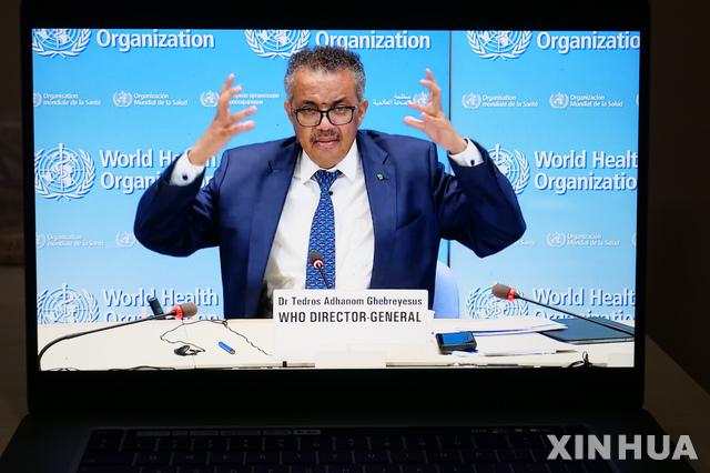 [제네바=신화/뉴시스]테워드로스 아드하놈 거브러여수스 세계보건기구(WHO) 사무총장이 29일(현지시간) 스위스 제네바의 WHO 본부에서 열린 화상 언론 브리핑에서 신종 코로나바이러스 감염증(코로나19) 관련 발언을 하고 있다. 2020.06.30.