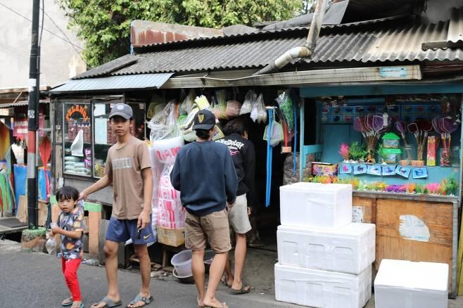 남부 자카르타에 있는 방 오작씨의 '간판 없는' 애완용 물고기 숍 [자카르타=연합뉴스]