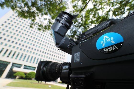 지난 9일 오전 서울 서초구 대검찰청 앞에 채널A 카메라가 설치돼 있다.  [연합뉴스]