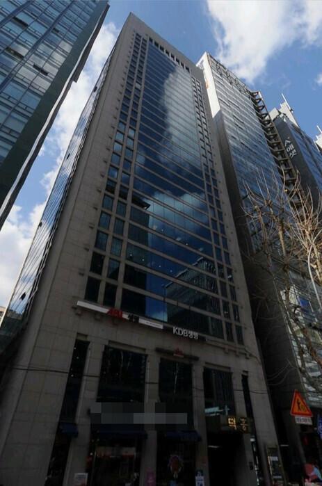 서울 강남역 5번 출구 바로 앞에 있는 덕흥빌딩. 시가로 2천억원이 넘는다. 카카오맵 거리뷰 갈무리