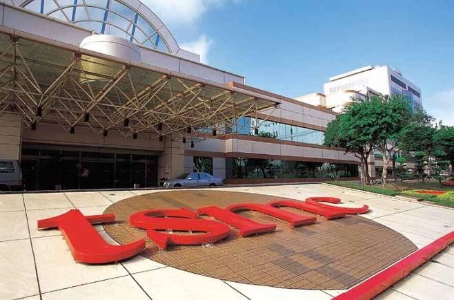 대만의 반도체 파운드리(위탁생산) 업체 TSMC 공장 전경(TSMC 제공) © News1