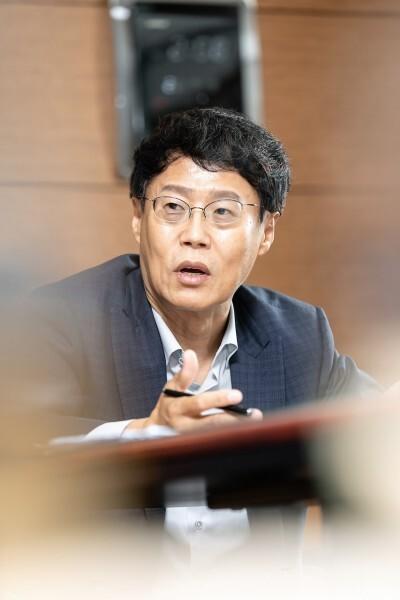 """박재근 한양대 교수는 """"소부장 중소기업이 성장하기 위해 제도 개선과 인력 양성을 위한 정책이 장기적으로 따라와야 한다""""고 강조했다. 한국과학기술한림원 제공"""