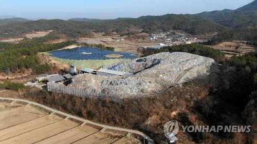 의성 쓰레기산 [연합뉴스 자료사진]