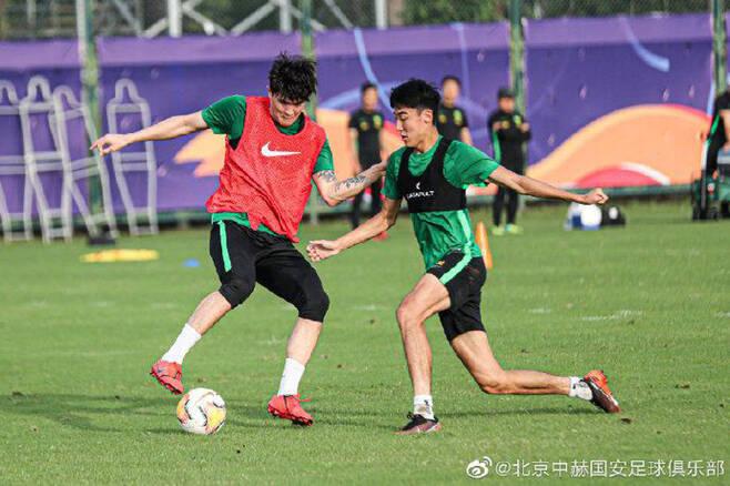 ▲ '토트넘 이적설' 김민재(왼쪽)이 일단 베이징 훈련에 합류했다 ⓒ시나스포츠