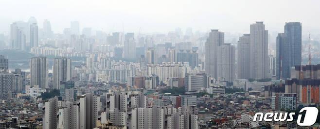 서울 아파트 전경. 2020.7.19/뉴스1 © News1 김명섭 기자