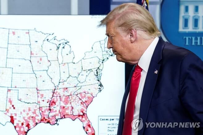 코로나19 브리핑하는 도널드 트럼프 미국 대통령 [로이터=연합뉴스]