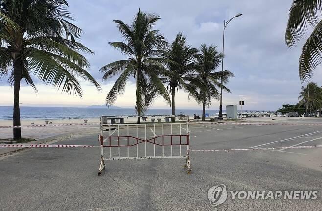 코로나19 사태로 봉쇄된 베트남 다낭 해변 [AP=연합뉴스 자료 사진]