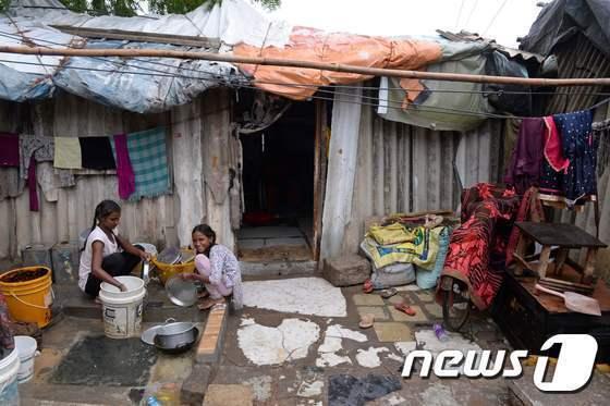 인도 빈민가 © AFP=뉴스1