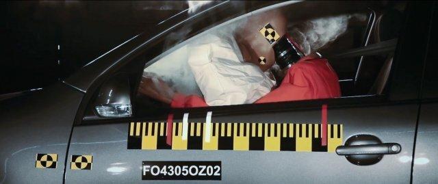 자동차 충돌 시험 모습