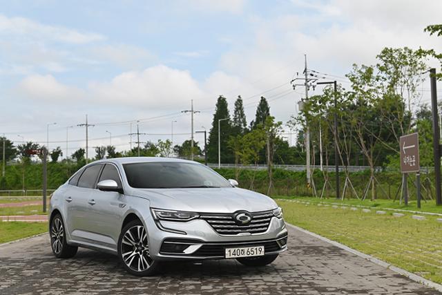 새로운 디자인, 파워트레인을 돌아온 르노삼성 더 뉴 SM6 TCe 300과 자유로 주행에 나섰다.