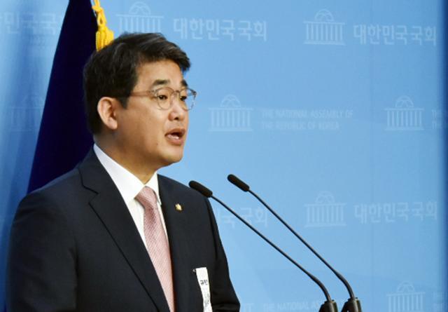 배준영 미래통합당 대변인이 9일 국회 소통관에서 비상대책위원회 비공개 회의 내용에 대해 브리핑하고 있다. 연합뉴스