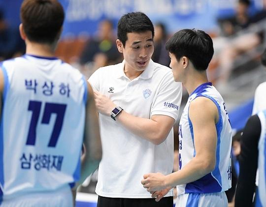 고희진 감독은 2016년 현역 은퇴 뒤에도 삼성화재 코치직을 맡아 팀 내부 사정을 가장 잘 아는 지도자다(사진=KOVO)