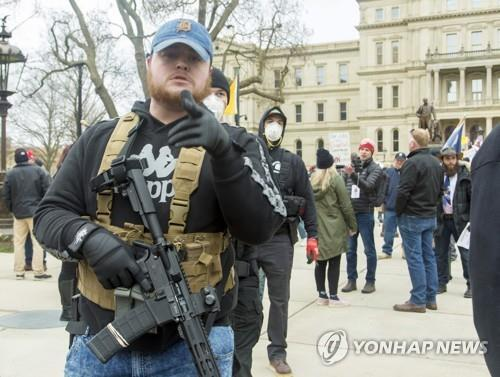 코로나19 봉쇄 반대하는 미국 시위대[EPA=연합뉴스 자료사진]