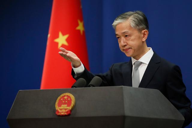왕원빈 중국 외교부 대변인이 7월 23일 베이징 외교부 청사에서 기자회견을 하고 있다. 베이징=EPA 연합뉴스