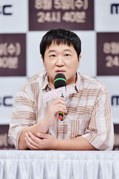 5일 공개되는 단편영화 '끈'을 통해 영화 작가로 데뷔하는 개그맨 정형돈이 4일 온라인으로 생중계된 제작발표회에 참석해 영화를 소개하고 있다. 사진제공|MBC