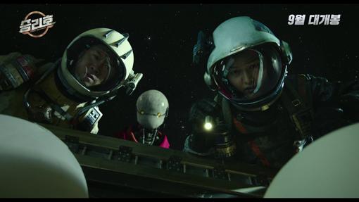 9월23일 개봉하는 영화 '승리호'의 한 장면. 우주 배경의 SF영화로 쓰레기 청소 우주선 승리호에 오른 선원들의 모험을 그린다. 사진제공|메리크리스마스