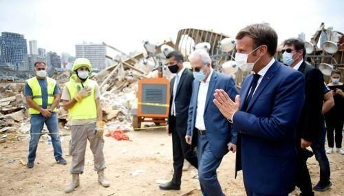 레바논 수도 베이루트의 폭발 현장인 항구를 방문한 에마뉘엘 마크롱 프랑스 대통령 (사진=연합뉴스)