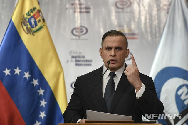 [카라카스= AP/뉴시스]타렉 윌리엄 사브 베네수엘라 법무장관이 지난 5월 5일 기자회견에서 미국이 베네수엘라의 마두로 정권 전복을 위해 특수부대가 탄 함정을 해변에 침투시켰다고 발표하고 있다.