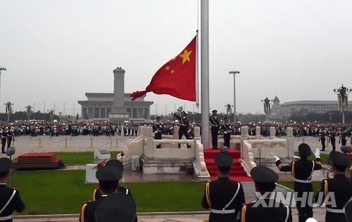 중국 베이징 톈안먼 광장의 오성홍기 게양식[신화=연합뉴스 자료사진]