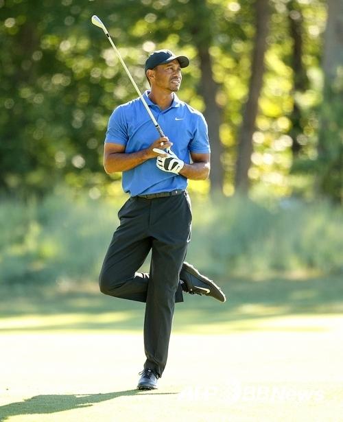 2020년 미국프로골프(PGA) 투어 플레이오프 1차전 노던 트러스트에 출전한 타이거 우즈가 1라운드에서 경기하는 모습이다. 사진제공=ⓒAFPBBNews = News1