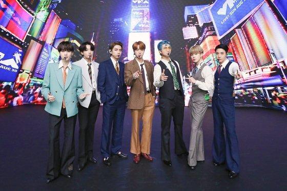 MTV VMA에서 무대를 꾸미는 방탄소년단. 빅히트 엔터테인먼트 제공.