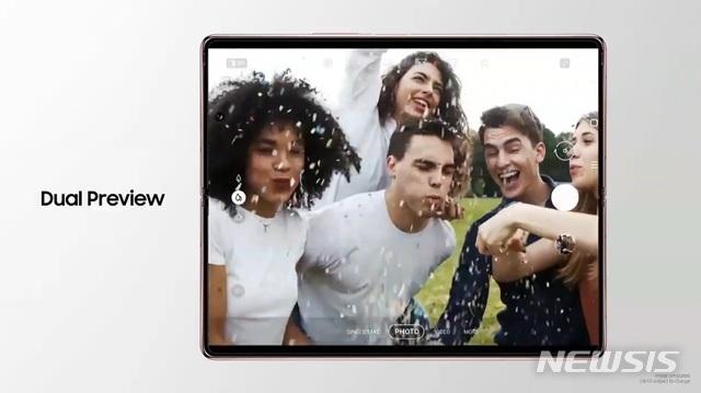 [서울=뉴시스] 삼성전자는 1일 오후 11시 뉴스룸 통해 '언팩 파트2' 온라인으로 개최하고 '갤럭시Z 폴드2'를 공개했다. 2020.09.01. (사진= '삼성 갤럭시 Z 폴드2 언팩 파트 2' 실시간 영상 갈무리)