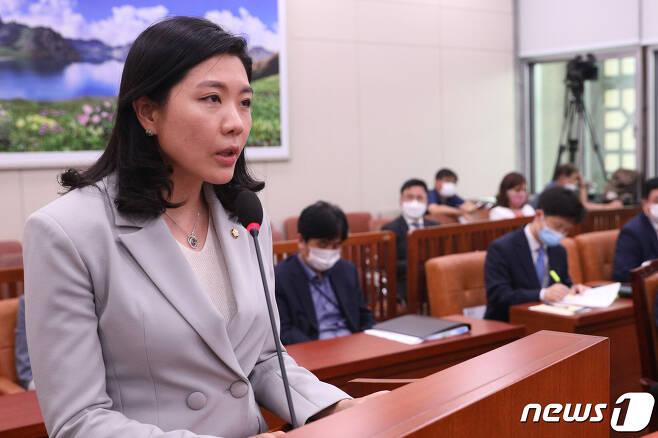 신현영 더불어민주당 의원. 2020.7.3/뉴스1 © News1 성동훈 기자