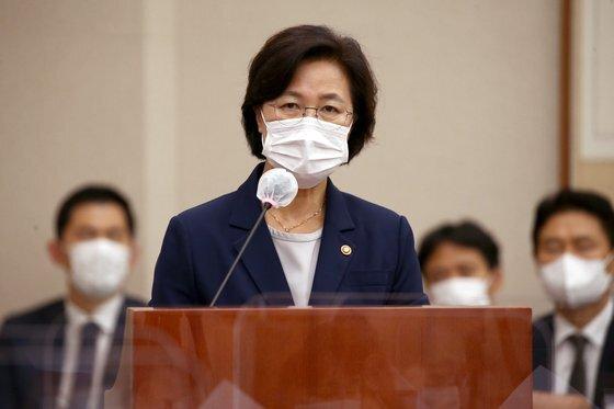 추미애 법무부 장관이 1일 오후 서울 여의도 국회에서 열린 법제사법위원회 전체회의에서 발언하고 있다. 뉴스1