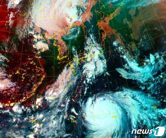 3일 오후 4시30분 기준 천리안위성 2A호로 본 동아시아 RGB 주야간 합성영상 /사진=뉴스1