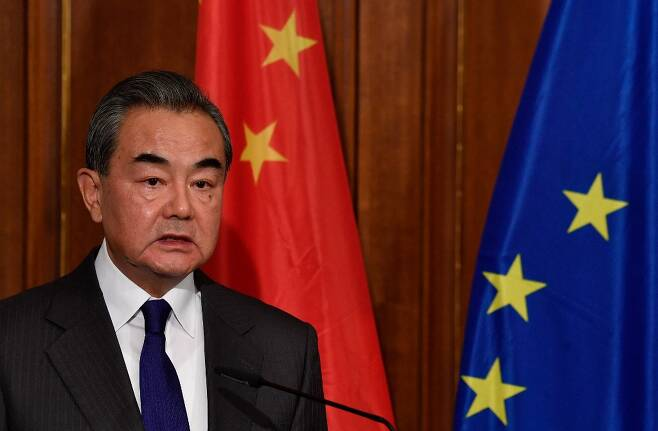 왕이 중국 외교부장 겸 국무위원이 지난달 25일부터 지난 1일까지 이탈리아, 네덜란드, 노르웨이, 프랑스, 독일을 방문했다. 하지만 이중 4개국으로부터 중국 인권 문제를 지적당하는 등 별 소득없이 망신만 당했다는 평가가 나온다. /AFPBBNews=뉴스1