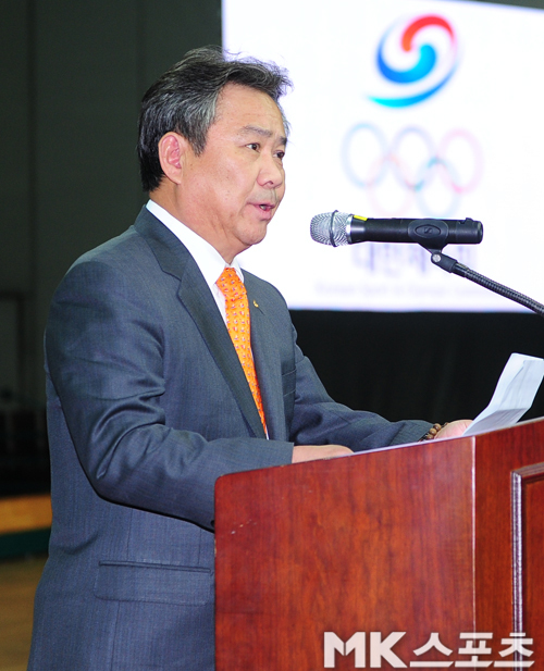 이기흥 대한체육회장이 연임을 위해서라면 국제올림픽위원회(IOC) 위원직을 포기할 수 있다는 폭탄선언을 했다. 사진=MK스포츠DB