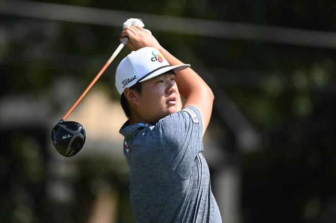 임성재가 PGA 투어 플레이오프 최종전 투어 챔피언십 3라운드 3번홀에서 티샷을 하고 있다. (사진=AFPBBNews)