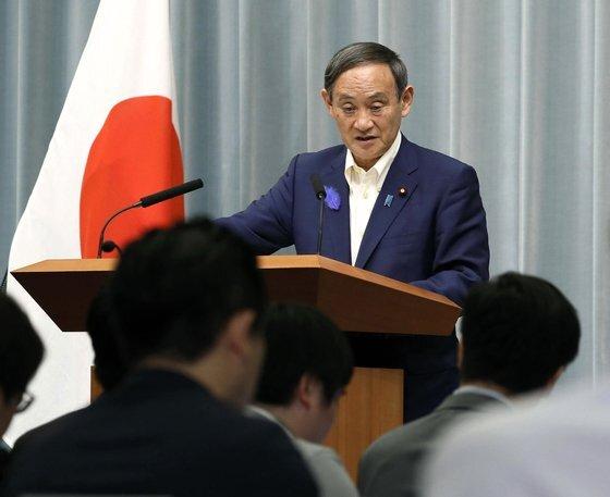 사의를 밝힌 아베 총리의 후임으로 유력하게 거론되는 스가 요시히데 일본 관방장관이 지난해 7월 9일 오전 한국에 대한 수출규제에 대해 철회 계획이 없다고 밝히고 있다.