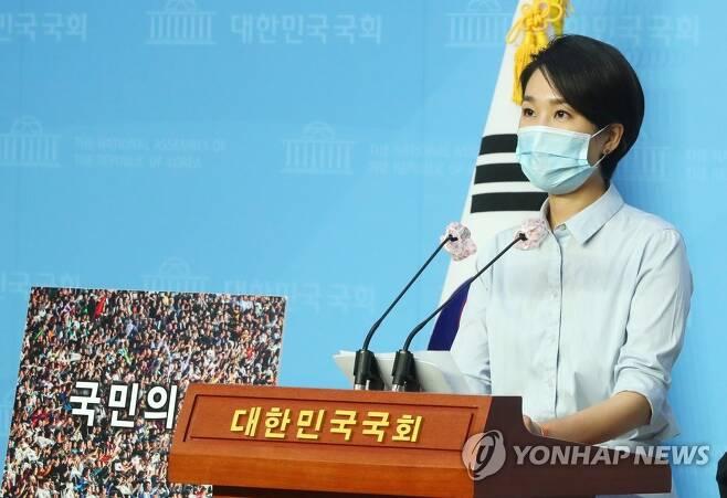 새당명 브리핑하는 통합당 김수민 홍보본부장 [연합뉴스 자료사진]