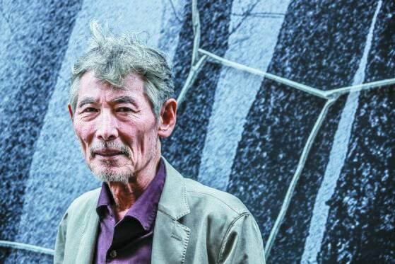 그림만큼 강렬한 필치의 글로 첫 산문집 『풍경의 깊이』를 펴낸 강요배. 권혁재 사진전문기자