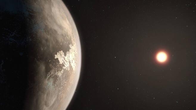로스 128b는 지구에서 약 11광년 떨어진 외계행성으로 지구와 비슷한 질량을 갖고 있다. 이는 기존 외계행성 거주가능성 목록에는 들어가지 않았지만, 스웨덴 연구진은 이 행성 역시 지구와 같은 대기를 가지고 있을 가능서이 있다고 말했다.(사진=ESO/마틴 콘메서)