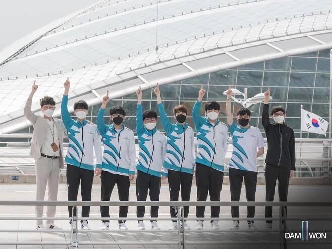중국 상하이로 떠난 담원 게이밍 선수들(사진=담원 게이밍 SNS 발췌).