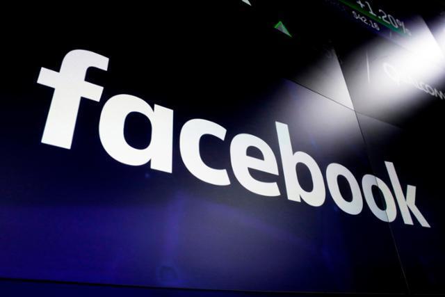 2018년 3월 29일 뉴욕 타임스 스퀘어에 뜬 페이스북의 로고. 뉴시스