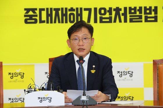 지난달 25일 정의당 의원 총회에서 배진교 전 원내대표가 발언하고 있다. [연합뉴스]