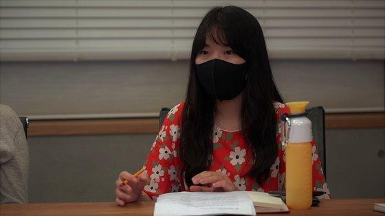 청년 기후변화단체 GEYK의 공동대표를 맡은 김지윤(29)씨가 지난 4일 밀실팀과 이야기를 나누고 있습니다. 김현정 인턴