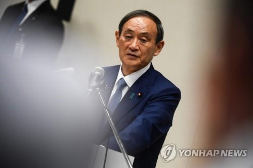 (도쿄 AFP=연합뉴스) 스가 요시히데 관방장관이 2일 오후 일본 도쿄에서 집권 자민당 총재 선거 출마 기자회견을 하고 있다.