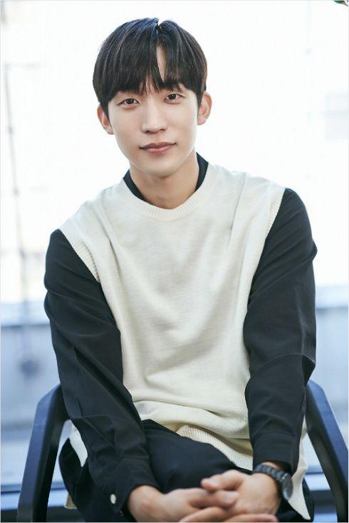 수재형 날라리 의사이자 사돈 총각 윤재석 역을 연기한 배우 이상이. (사진=굿프렌즈 제공)