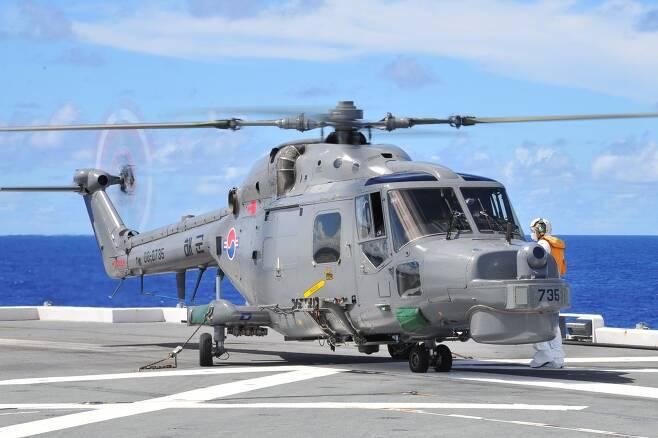 최근 괌 인근에서 실시된 한미일호주 연합훈련에서 일 헬기항모 이세함에 처음으로 착함한 해군 링스헬기. 태극 마크가 선명하다.  /일 해상자위대 홈페이지 캡쳐