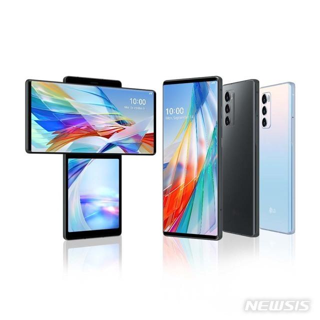 [서울=뉴시스]LG전자는 14일 전략 스마트폰 LG 윙을 공개했다. 'LG 윙'은 '익스플로러 프로젝트'의 첫 번째 제품이다. '익스플로러 프로젝트'는 스마트폰의 진화된 사용성에 무게를 두고, 성장 가능성 있는 영역을 선제 발굴해 나가겠다는 LG 스마트폰의 혁신 전략이다. (사진=LG전자 제공) 2020.09.15. photo@newsis.com