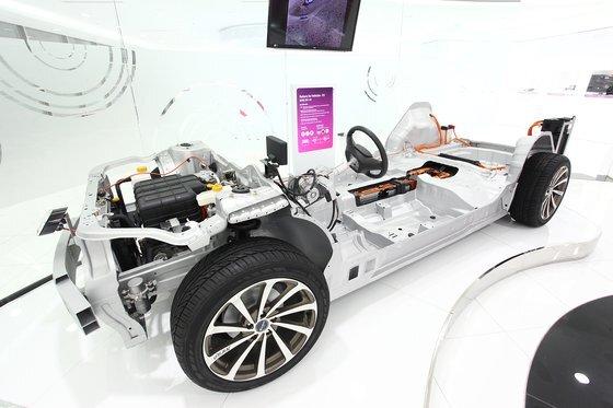 LG화학 기술연구원에 전시된 전기자동차. [사진 LG화학]