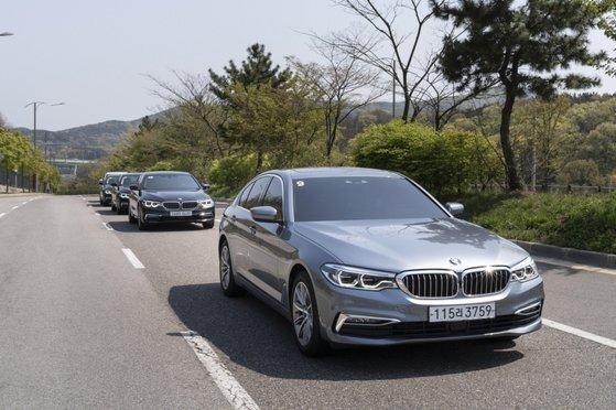 BMW 5시리즈의 플러그인 하이브리드 모델 530e. BMW그룹은 현대자동차그룹과 함께 8월 유럽시장에서 전년 동기 대비 판매량을 늘린 브랜드가 됐다. 사진 BMW그룹