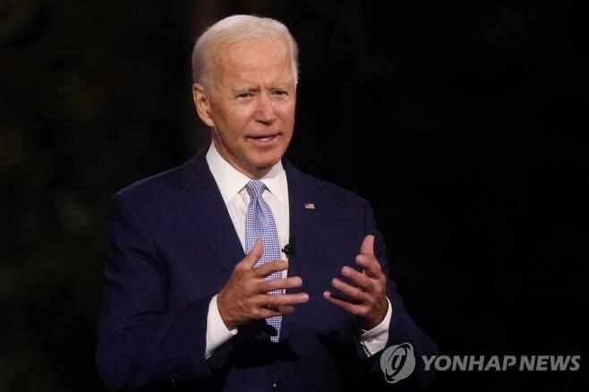 조 바이든 미국 민주당 대선후보가 17일(현지시간) 미국 펜실베이니아주 스크랜턴에서 열린 '드라이브인 타운홀' 행사에서 발언하고 있다. [로이터=연합뉴스]