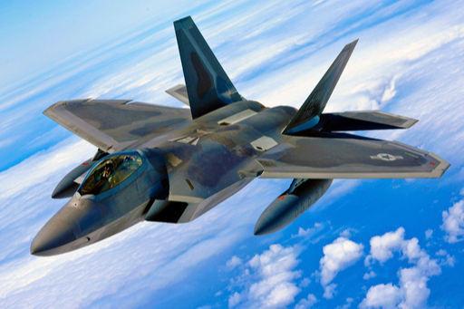 미 공군 F-22 스텔스 전투기가 구름 위로 비행하고 있다. 세계일보 자료사진
